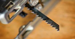 Das Sägeblatt einer Stichsäge Foto: Innalex / shutterstock.com